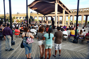 Sunday Night Free Concerts at Kennedy Plaza